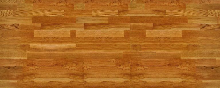קיר מעץ